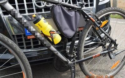 17-ročný chalan zobral otcovi Audinu a zrazil cyklistku, následne ušiel na Šíravu