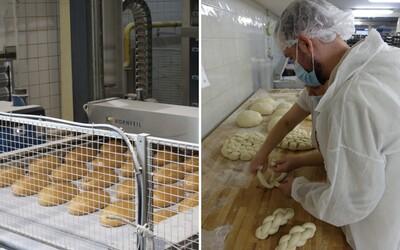 """V pekárni ma naučili pliesť vianočky: čo všetko zahŕňa práca pekára a sú pekárne v reťazcoch """"kóšer""""? (Reportáž)"""