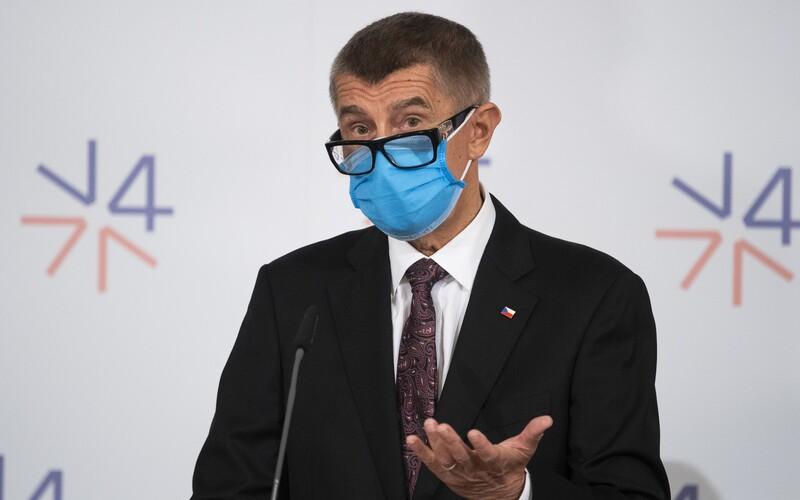 Koronavirus: Babiš slibuje odměny pro všechny zdravotníky. Uvolnit chce 10 miliard korun.