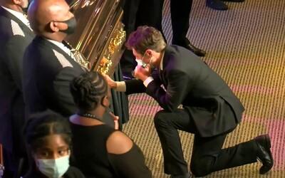 Starosta Minneapolisu se rozplakal na pohřbu zabitého George Floyda. Výkon hodný Oscara, reagují Američané.