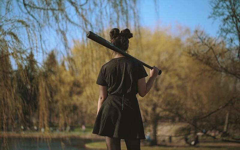 Divoká rvačka čtyř dívek ve Varech: Došlo na tahání za vlasy a bití baseballovou pálkou.