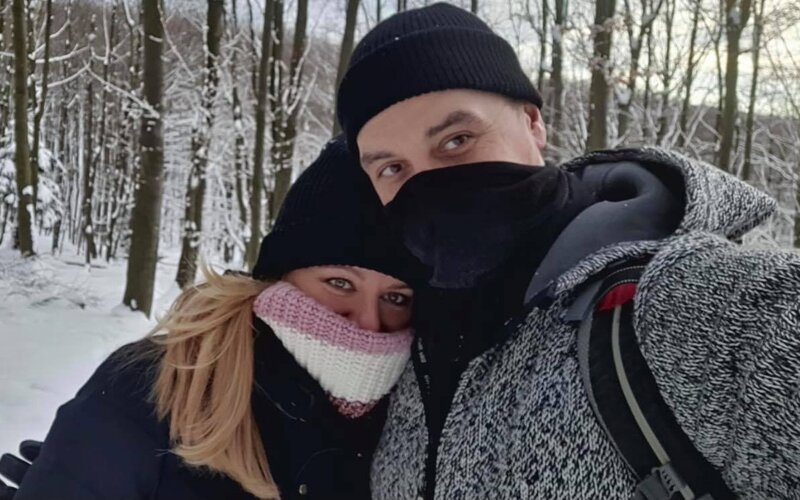 Zuzana Čaputová se s přítelem vyfotila v přírodě. Hejteři komentují, že porušila lockdown, nevědí, kde jsou Malé Karpaty.