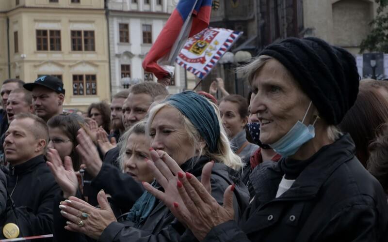 Praha se chystá na 28. říjen. Čekají ji protesty i kladení věnců.