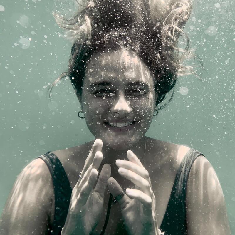 Koľko podľa teba trval najdlhší bozk pod vodou?