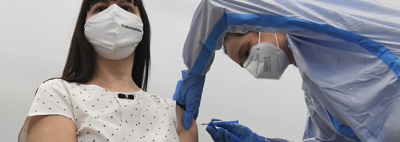 19-ročný Patrik sa zaočkoval ako náhradník vďaka reportáži RTVS o AstraZenece: Je to lepšie ako vakcíny vyhodiť, vraví