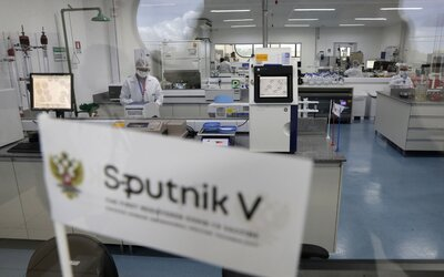 Európska lieková agentúra vyzvala štáty EÚ, aby neschvaľovali vakcínu Sputnik V ani na núdzové použitie.