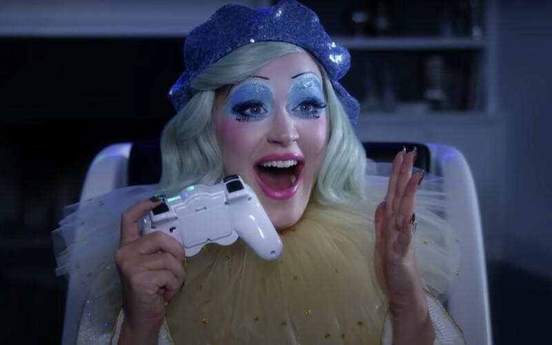 Katy Perry je tehotný klaun, vo videohre víťazí vďaka úsmevu a bláznivým nápadom.