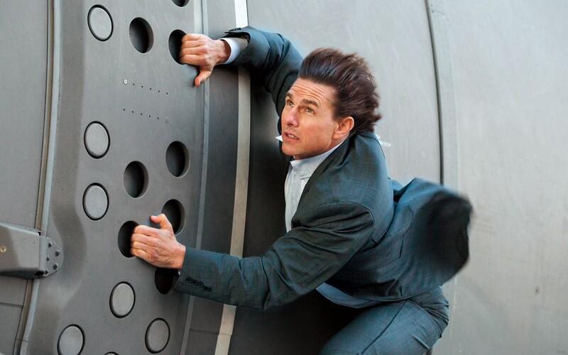 Producenti museli Tomovi Cruisovi vysvetliť, aby sa počas šialených akčných scén menej usmieval.