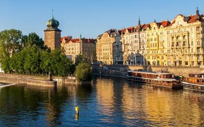 Ve Vltavě pod Jiráskovým mostem byla nalezena mrtvola.