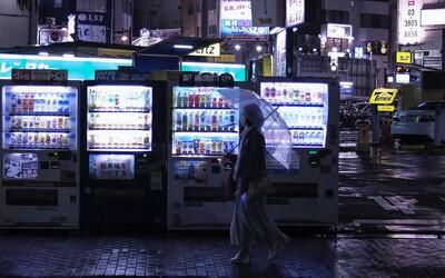 V Japonsku mají první automat na letenky naslepo. Zaplať 1 000 korun a nech se překvapit, kam poletíš.