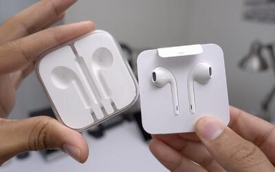 Nový iPhone 12 už nebude mít v balení klasická drátová sluchátka. Apple chce, aby sis dokoupil AirPods.