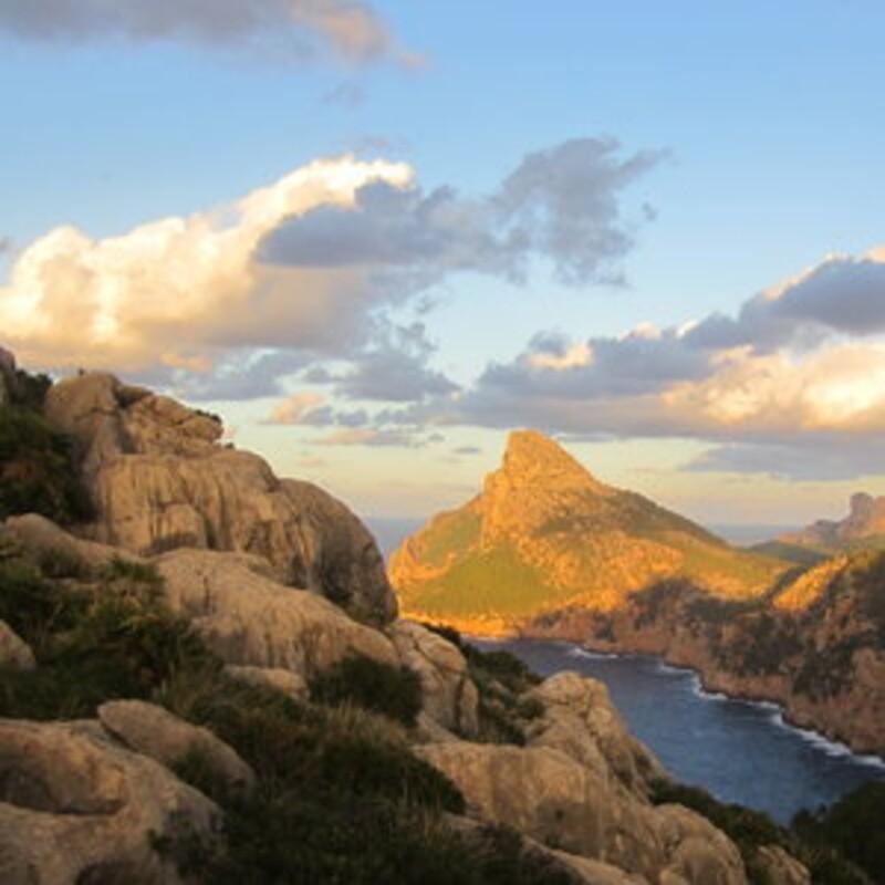 Ako sa nazýva súostrovie, v ktorom sa nachádza Ibiza, Menorka a Malorka?