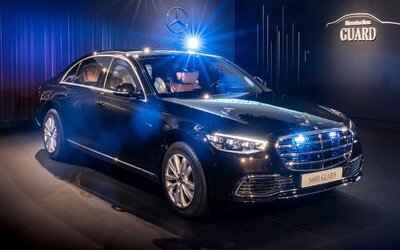 Mercedes-Benz tvrdí, že nové S 680 Guard je nejbezpečnější limuzínou na světě. Kvůli pancíři váží 5 tun.