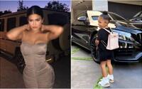 2-ročná dcéra Kylie Jenner nosí do škôlky Hermès aktovku za 12 000 dolárov