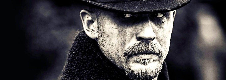 Druhá série Taboo potvrzena! Vrátí se i Tom Hardy, tvůrce Peaky Blinders a Ridley Scott
