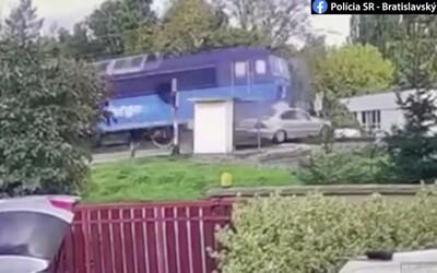 Polícia zverejnila video, ako vlak usmrtil Slováka, ktorý nerešpektoval svetelné znamenie. Má byť výstrahou pre ostatných.