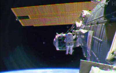 Modul kosmické lodě Crew Dragon se úspěšně připojil k ISS.
