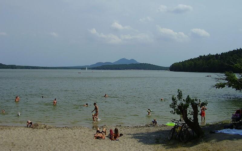 116 vysokoškoláků se nakazilo u Máchova jezera. Nemoc pak rozvezli po republice.