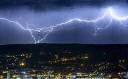 22-tisíc bleskov za noc. Na Slovensko sa blížia ďalšie silné búrky s krúpami, tieto oblasti si majú dávať pozor