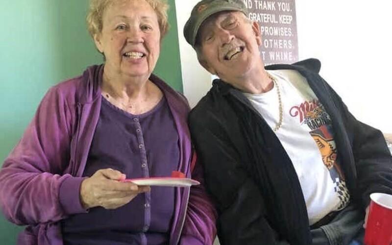 Američania boli zosobášení 47 rokov. Obaja zomreli na ochorenie Covid-19 len pár sekúnd po sebe.
