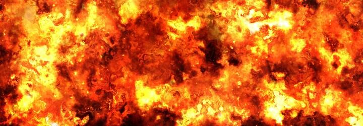 Američan nechtěně podpálil dům rodičů, když se snažil zabít pavouka hořákem. Bojovat s ohněm muselo 29 hasičů