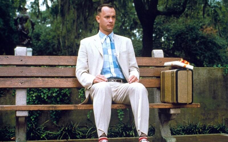 Tom Hanks vydělal 65 milionů dolarů, některé scény ve Forrestu Gumpovi totiž zaplatil z vlastní kapsy.