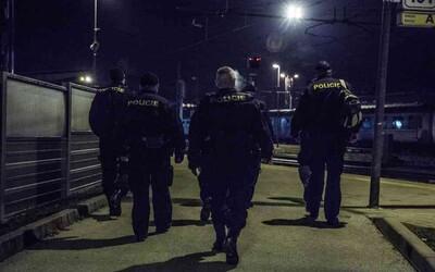 Muž v Plzni zemřel během policejního zásahu. Zkolaboval poté, co policie použila donucovací prostředky