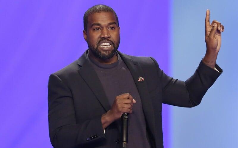 Kanyeho značka Yeezy žaluje brigádníka za porušení smlouvy. Za fotku na Instagramu mu hrozí pokuta půl milionu dolarů.