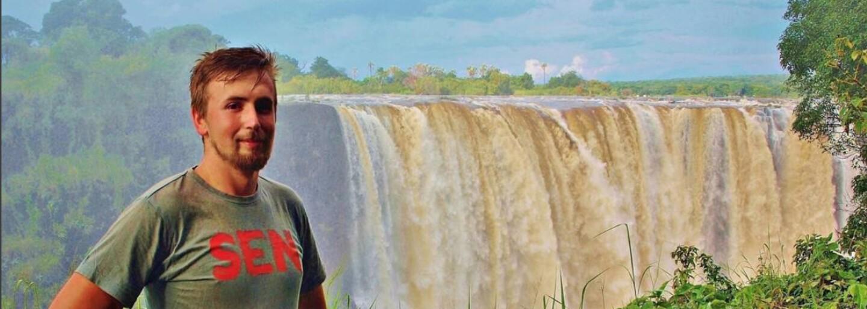 23-ročný sprievodca František už skončil s nožom na krku. Niektorí Afričania oslavujú s kosťami mŕtvych a natierajú sa farbou (Rozhovor)