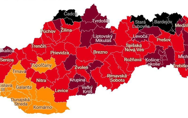 Od pondelka bude mať Slovensko prvých 5 čiernych okresov. V týchto regiónoch sa už nenaješ v reštaurácii a nezacvičíš si vo fitku.