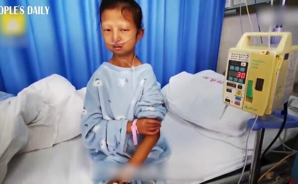 24-ročné dievča vážilo 20 kilogramov a žilo z 30 centov na deň. Chcelo tak pomôcť chorému bratovi, nedávno ale zomrelo