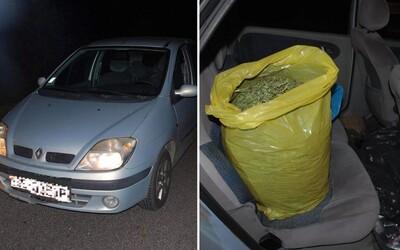 25-ročnému Slovákovi našla polícia v aute dve kilá marihuany: Hrozí mu až pätnásť rokov za mrežami