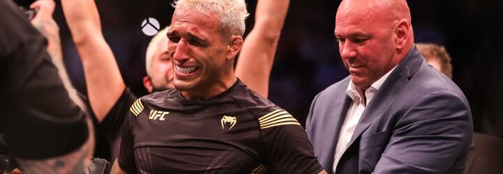 UFC má po Nurmagomedovi nového šampiona lehké váhy. Conor McGregor jej už popichuje