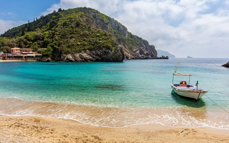 Grécko ruší karanténu pre zaočkovaných turistov. Na dovolenku budeš môcť vycestovať aj s čerstvým negatívnym testom.