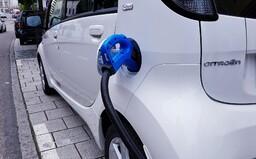 26 elektromobilov, ktoré si na Slovensku môžeš objednať už dnes. Niektoré stoja menej než 20-tisíc eur