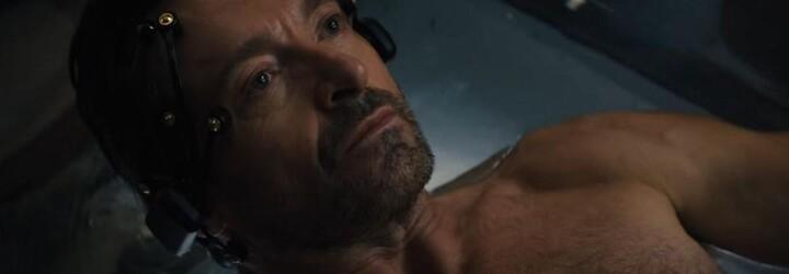 Hugh Jackman dokáže prožívat své vzpomínky. Zamiluje se v nich do Rebeccy Ferguson a zamotá nám hlavu šílenými zvraty