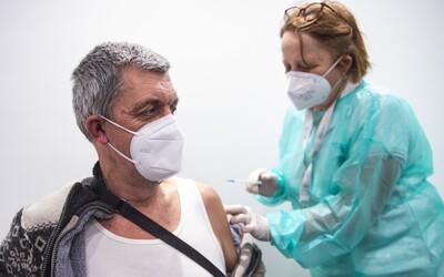 Třetí dávka očkování: Kdo se může registrovat a proč ji potřebujeme.