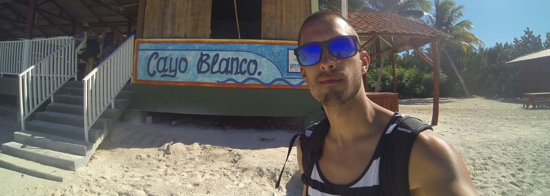 27-ročný Slovák Jakub bojuje so zákernou chorobou po svojom. Vloguje o nej na internete a svoj život si neprestal užívať