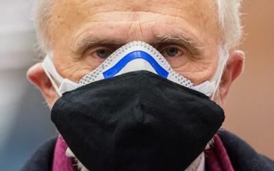 Nosenie dvoch rúšok naraz nechráni výrazne viac, ako jedno, tvrdí nová štúdia. Najlepšie podľa vedcov chránia respirátory N95.