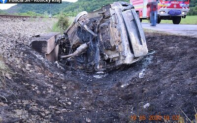 29-ročná Slovenka nabúrala s autom do priekopy. Vo vozidle našla polícia obhorené torzo