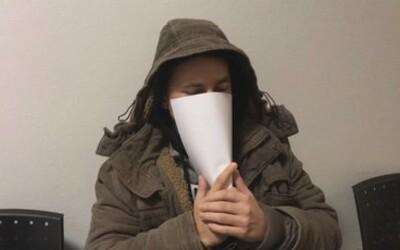 29-ročný muž, ktorý žil 3 roky v jednom dome s telom vlastnej obete, sa dozvedel svoj trest