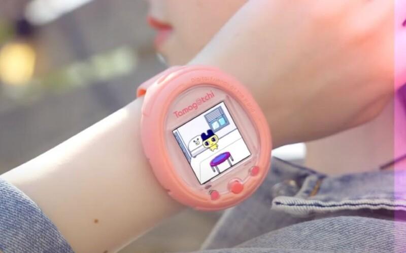Tamagoči je zpět. V podobě smart hodinek se hra dostane na trh už letos.