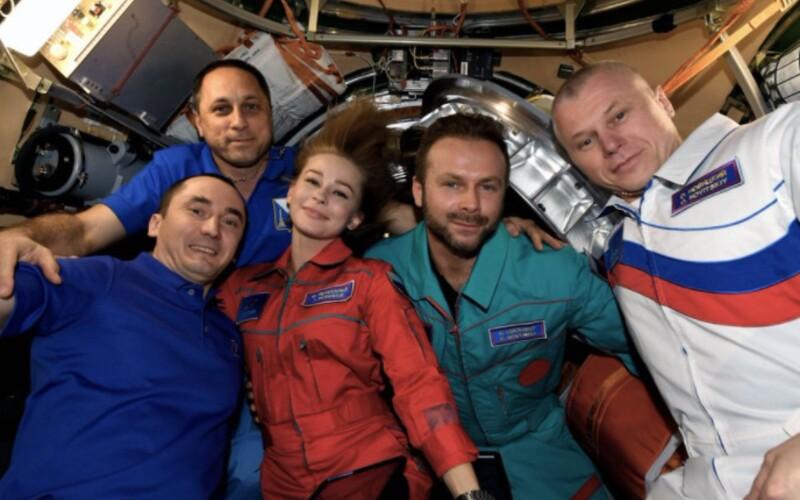 Rusko je prvým národom, ktorý vo vesmíre nakrúcal hraný film. Posádka so štábom sa úspešne vrátila na Zem.