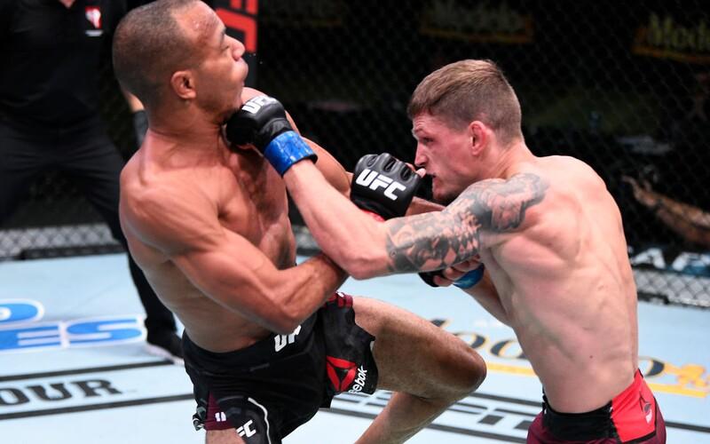 Český hrobník David Dvořák už skoro 10 let neprohrál. Teď v UFC míří za další výhrou.