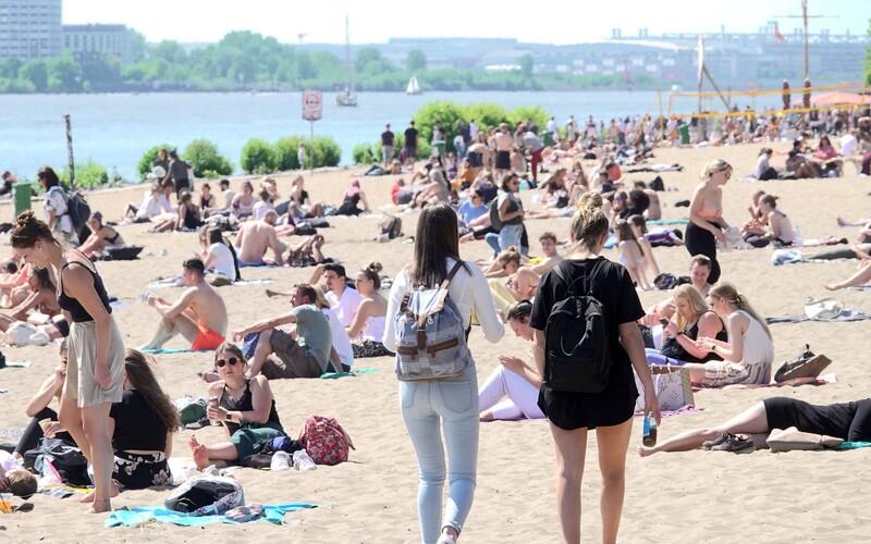 16 Čechů se v červenci ze zahraničí vrátilo s koronavirem. Není to žádné statisticky významné číslo, uklidňuje Vojtěch.