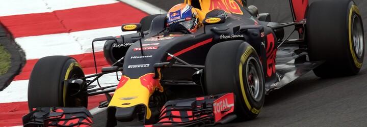 VIDEO: Verstappen a Hamilton se srazili, hrozivá nehoda mohla skončit velmi špatně