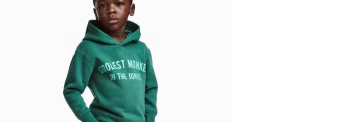 H&M čelí rasistickému škandálu kvôli nápisu z mikiny prezentovanej na malom černoškovi. Spoluprácu ukončil aj The Weeknd
