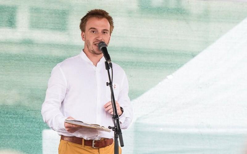 Andrej Babiš dnes bude slavit, reaguje opozice na rozhodnutí Mináře vstoupit do politiky.