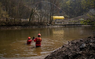 Pátrání po patnáctiletém Tomášovi z Brna pokračuje. Nepomohlo ani snížení hladiny řeky.
