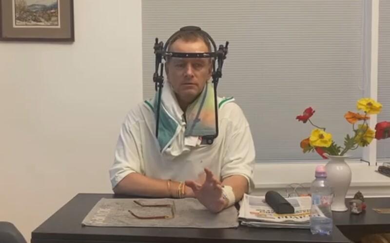 V Kollárovej nemocničnej izbe sú zakázané návštevy aj video. On tam natáčal do Siedmeho neba a pozýval politikov aj priateľky.